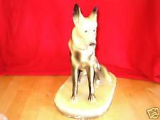 belle statue representant un berger allemand