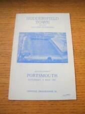 06/05/1967 Huddersfield Town v Portsmouth (piegati, Piegato & Penna segno sul cover)