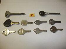 V Konvolut alte antike Schlüssel Sicherheitsschlüssel fü Vorhängeschlösser Türen