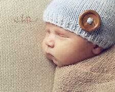 HAND Knitted Cappello all'uncinetto BABY BLUE BOY pulsante Beanie Fotografia Prop Newborn - 12m