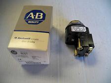 NEW ALLEN BRADLEY SELECTOR SWITCH 800T-16JX4KB7 800T16JX4KB7 120V 60 HZ SER T