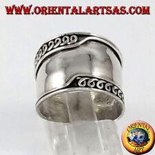 742c3ed21aa9cc Anello fascia larga in argento 925 ‰ Bali con bordi lavorati asimmetrici