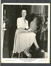 SEXY + GLAMOROUS JOAN BENNETT SMOKING CIGARETTE ON SET BETWEEN TAKES - BTS 1938