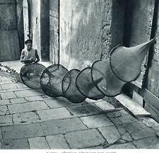 CORSE BASTIA PECHEUR REPARANT UNE NASSE HIELOGRAVURE 1951
