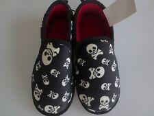 NEW Boy 11-12 Youth 2-3 SKULLS & Crossbones Pirate Fleecy Slippers Shoes Black
