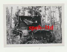 Original Foto / ..gestellter und zerstörter Panzer ....... ( 3 )