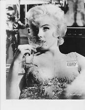 >< Marilyn Monroe busty RARE Photo