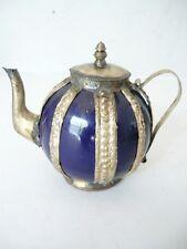Teiera colorata in ceramica con decorazioni in ottone arredo casa
