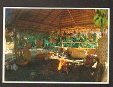POLYNESIE / INTERIEUR D'UN FARE avec FOUR TAHITIEN / HABITAT Traditionnel