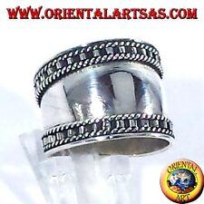 Anello fascia larga in argento, Bali con bordi a scala