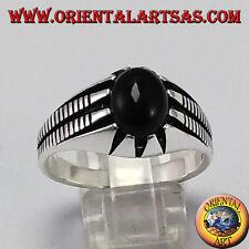 Anello in argento con onice ovale incastonata tra otto punte