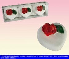 Set di 3 candele bianche a forma di cuore con rosa rossa e foglie