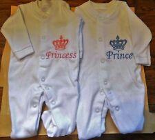 Ricamata personalizzata BABY GROW / Sleep Suit (NUOVO)