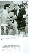 LESLIE EASTERBROOK LEGGY EDDIE MEKKA AS BOXER LAVERNE & SHIRLEY '82 ABC TV PHOTO