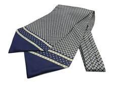 Ascot di seta stampata blu con disegni giallini grigi balza unita classe uomo