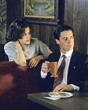 Twin Peaks [Kyle Maclachlan / Sherilyn Fenn] (54326) 8x10 Photo