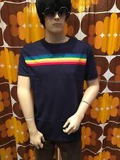 Nouveau 60's/70's Vintage Rétro Mod Style Bleu Marine Rainbow rayures sur la poitrine T Shirt