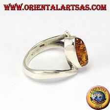 Anello d'argento asimmetrico con Ambra a navetta