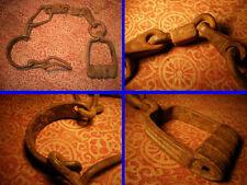 Importantes Entraves en fer forgé avec un Cadenas