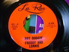 ORIGINAL MINT/M- SURF 45~FREDDY and LONNIE~HOT DOGGIN/THE FALCON~LA RAE~LISTEN !
