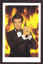 JAMES BOND POSTCARD 007 Goldeneye (1995) Pierce Brosnan Photo with Walther PPK