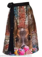 Designer Dirndl Schürze Candy, rot blau braun, silberne Nieten im Motiv