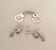 2x Pistole Waffe Duellpistole Handschellen Metall Puppenstube Miniatur 1:12