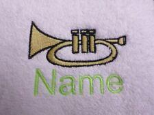 Trompette et nom de choix brodé sur SERVIETTES BAIN robes à capuchon cadeau