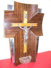 ANCIEN BEAU CRUCIFIX CROIX BENITIER RELIGION BRONZE 1950-1970 SUR BOIS PLAQUAGE
