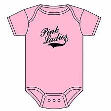 Grease Pink Ladies Babygrow Rydell Alta Tutina CANOTTA T Birds 0-18 mesi NUOVO