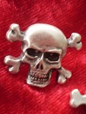 SKULL Metall Concho Nietknopf Farbe altsilber hochwertig  24mm x 30mm 8,8g 11FB1