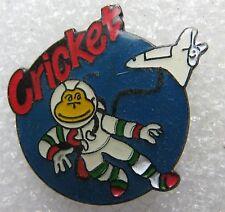 Pin's Briquet Allumette CRICKET dans l'espace navette #1551