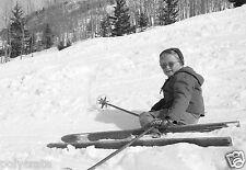 Station de Ski Portrait d'Enfant à Ski en Bois - Repro Photo ancienne poster