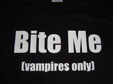 Bite Me (Vampiros sólo) divertida camiseta