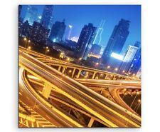Urbane Fotografie - Große Verkehrskreuzung bei Nacht auf Leinwand