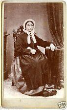 Photo ancienne sur carton CDV Portrait Femme assise robe second Empire