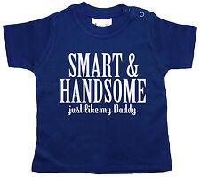 """Dirty Fingers T-Shirt Bébé """"Chic & 'Handsome ' - beau tout comme Daddy"""""""