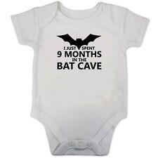 Ho appena trascorso 9 mesi per il BAT CAVERNA Babygrow / Baby Gilet (batman ispirata regalo)