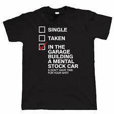 Nel garage di costruzione un ospedale psichiatrico di stock car, da Uomo Divertente breve OVALE racing T SHIRT