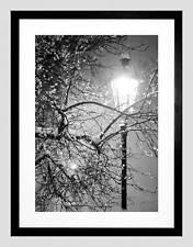 SOLITARIO STREET LAMPADA NOTTE INVERNALE NERO BIANCO NERO Incorniciato ART PRINT b12x9659