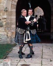 MICHAEL CAINE & Roger Moore [1002066] 8x10 PHOTO (autres tailles disponibles)