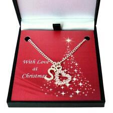 Collar con colgante de letras y hermoso corazón en caja de regalo de Navidad con tarjeta