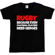 Rugby parce que même les joueurs de football besoin héros coupe du monde garçons / filles t-shirt