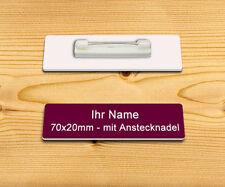 Namensschild, Ansteckschild, Anstecker mit Nadel & Gravur 70 x 20 mm, Burgundy