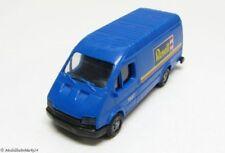 Praline Ford Transit en azul Revell 1:87