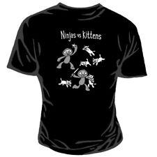 Genki Gear Ninja Vs Gatitos Batalla Cartoon Funny Negro Camiseta de manga corta