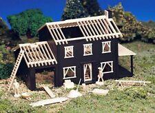 NEW ! PLASTICVILLE  HO Scale  HOUSE UNDER CONSTRUCTION