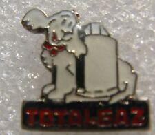 Pin's TOTALGAZ Avec un chien chiot Caniche Blanc #661