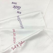Satin Stola Tischläufer mit Name Wort bestickt | Stickerei für Hochzeit Gedenken