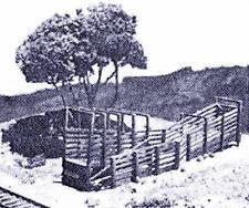 ROLL-AWAY CATTLE LOADER HO Railroad Structure Craftsman Wood Kit CM38921